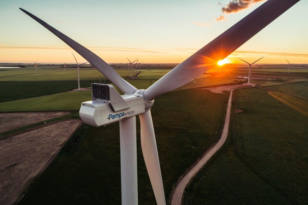 Pampa Energía colabora con energías renovables con Mercedes Benz