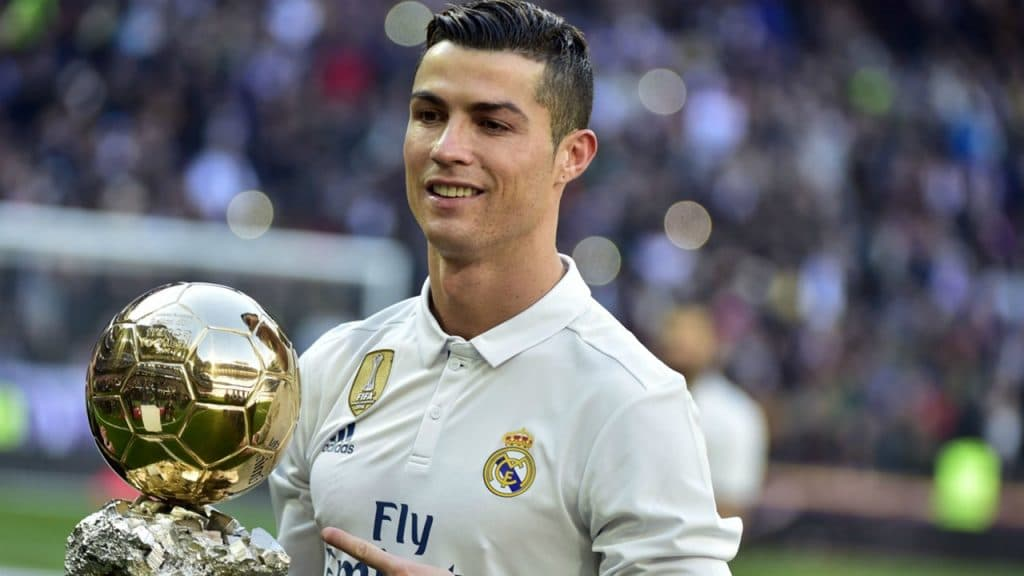 ¿Quién es el Dios del fútbol. Messi o Ronaldo?