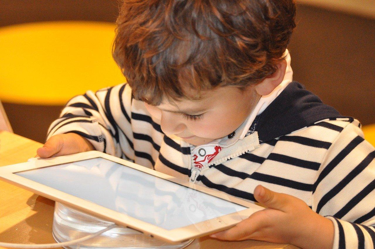 Internet de cuarentena: Los peligros que acechan a los niños